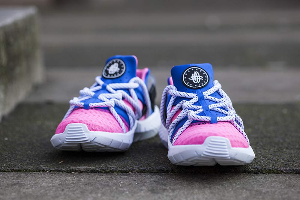 nike huarache pink and blue