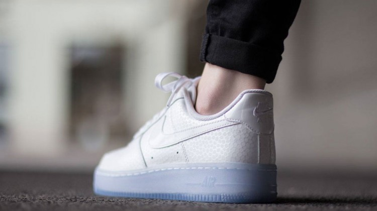 nike-air-force-1-low-wmns-white-icy-sole-3